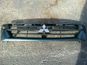 2001 2002 Mitsubishi Montero Grill Grille With Emblem Good 01 02 Green