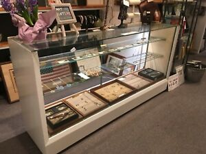 Retail Lighted Jewelry Display Case