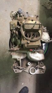 Edelbrock Manifold 600 With Holley Carb