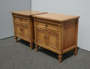 Pair Of Vintage French Provincial Country Thomasville Brown Nightstands
