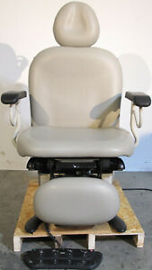 Ritter Midmark 630 004 Power Exam Chair Table With Footswitch And Hand Control