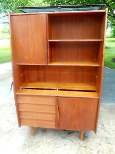 1960 Mid Century Danish Modern Teak China Hutch Wall Unit Dressette Majorca