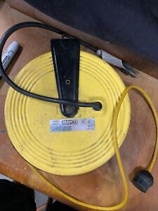 Bayco 826 17 Watt Work Light 50 Ft Retractable Reel Vintage