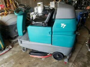 Tennant T7 32 Inch Riding Floor Scrubber New Batteries
