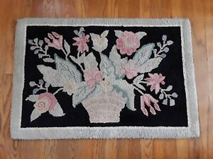 Primitive Vintage Wool Hand Hooked Rug With Floral Decoration 36 X 24 Americana
