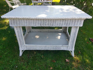 Antique Bar Harbor Wicker Table Rectangular Occasional Lamp Solid And Heavy
