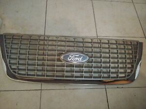 2003 2006 Ford Expedition Upper Grille Assembly Xlt Oem
