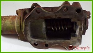 Ar20168r F2333r John Deere 620 720 Steering Worm Actuating Sleeve And Housing