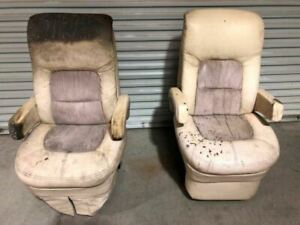 05 Fleetwood Revolution Le Rv Motorhome Right Left Flexsteel Captain Chairs