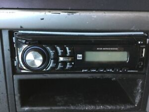 Volvo Vnl A V Equipment Xd1228 Cd Am Fm Aux Port Usb Power Port