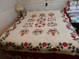 Vintage Quilt 77 X 92 Queen Applique Hand Quilted With Detachable Bed Ruffle