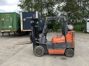 Toyota 52 6fgcu35 Forklift Lpg 8 000lbs 3 Stage Solid Tire