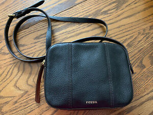 Fossil Black Leather Crossbody Excellent Condition Front Logo PurseHandbag $24.99