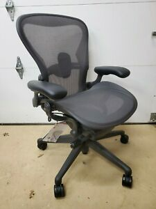 Herman Miller Aeron Office Chair Remastered Graphite Size B