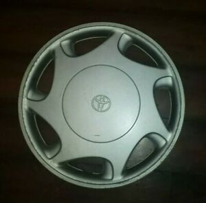 Pre Owned Toyota Camry Le Ce 14 Hubcap Wheel Cover Part 42621 Aa020