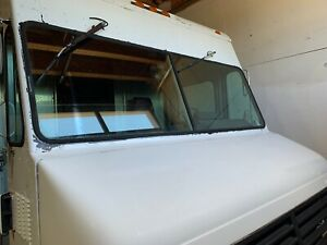 Food Catering Truck P 30 New Engine Lift Gate Propane Tank Mounted