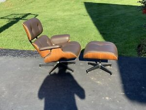 Herman Miller Eames Lounge Chair Ottoman Walnut Brown Leather