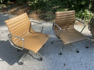 Eames Aluminum Group Management Chairs Tan Eames Office Edition Pair