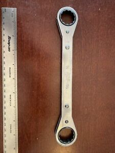 Snap On R 2830 7 8 X 15 16 Sae 12 Point Flat Double Ratcheting Box Wrench