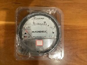 New Dwyer Magnehelic Differential Pressure Gauge 0 15 W c Model 2015