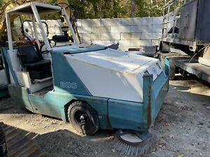 Tennant 800 Industrial Ride On Sweeper 1074 Hours Free Ship W 25 Miles Only