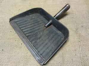 Vintage Metal Dust Pan Antique Old Bucket Basket Shabby Kitchen Iron 7543