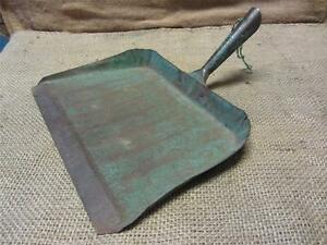 Vintage Metal Dust Pan Antique Old Bucket Basket Shabby Kitchen Iron 7533