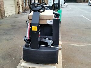 Reconditioned Nss Champ 3329 Ride on Automatic Scrubber 33 inch Under 600hr
