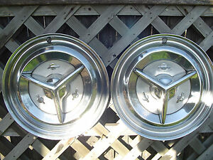 1956 56 Oldsmobile Custom Cruiser Jetstar Starfire Rocket Holiday Fiesta Hubcaps