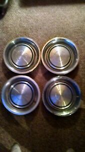Mustang 71 72 73 Four Hubcaps 4 Rings