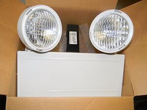 Hubbell Dual lite 16w Cap 6 volt White Two Headed Emergency Lighting Unit Lm16
