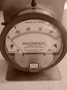 Dwyer Magnehelic Differential Pressure Gage 2000 00