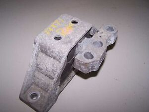 03 04 Saturn Ion 2 2 Right Front Engine Mount 561885