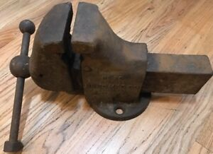 Antique Reed Mfg Co No 2c Fixed Base Bench Vise 4 1 2 Jaw 6 Opening 69lbs