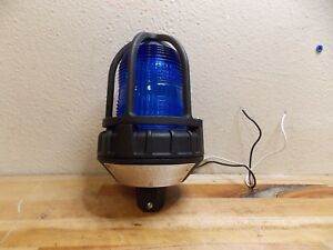 Federal Signal Blue Strobe Light 80 Flashes Per Minute Pipe Mount 151xst 120b