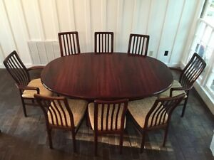 Large Mid Century Modern Rosewood Dining Table With Leaves