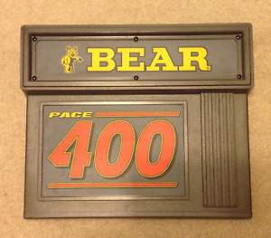 Bear Pace 400 Engine Analyzer Sign