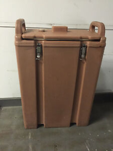 Cambro Water Coffee Carrier With 3 Plastic Pots Brown