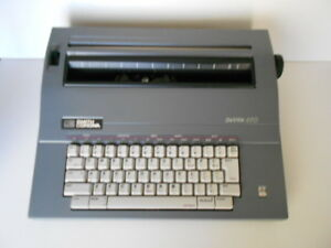 Smith Corona Deville 470 Portable Electronic Typewriter W cover