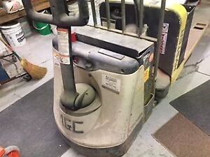 Crown Electric Forklift Wp2045 45 Capacity 4500 Works 100 Perfect
