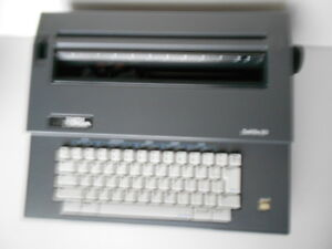 Smith Corona Deville 80 Portable Electronic Typewriter W cover Manual Vgc