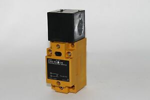 Omron Photoelectric Switch E3n2 50l