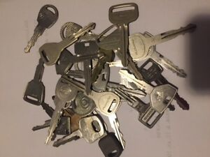 Lot Of 30 Used Car Keys Locksmith