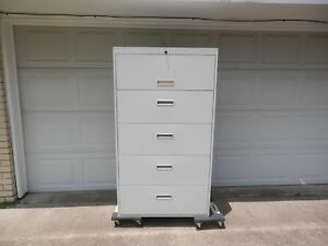 5 Drawer Locking W Key Lateral File Cabinet putty Color In Very Good Condition