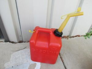 Chilton Vintage 2 1 2 Gal Red Plastic Vented Gas Can P 250 Made In The Usa