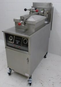 Henny Penny Pressure Fryer 6 Head Pfg 600 Filter System Casters Natural Gas
