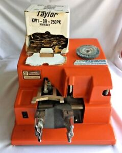 Ilco Unican Model H2584cv Manual Key Machine With Spare Brush And Keys Working