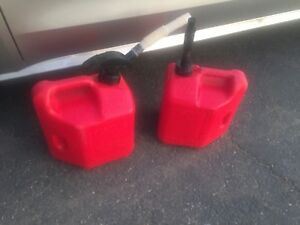 Blitz 5 Gallon Vented Plastic Gas Can Fluid Container Container Lot 2 Set Spout