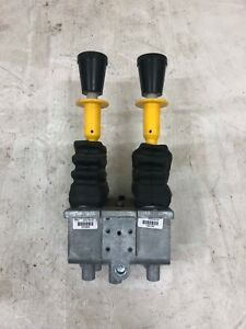 Del Hydraulic Pneumatic Dual Lever Control With Safety Lock Out 121025 145132