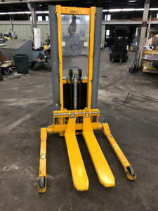 2009 Southworth Straddle Type Pallet Stacker Pmls 30 62 me Electric 3000 Cap
